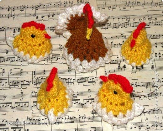 """Подготовка к Светлому празднику продолжается! Связалось еще несколько корзиночек для одного яйца по описанию, которое мне больше всех понравилось из ранее вязаных, а так же в дополнение к уже имеющимся курочкам, """"вылупились"""" маленькие цыплята. фото 6"""