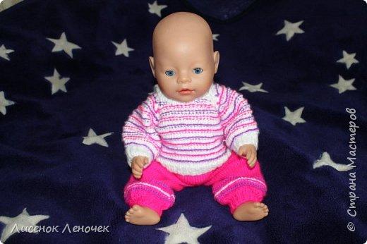 Подруга попросила связать для куклы дочери, так как я не нашла подходящего описания в сети, то связала от балды сама. Пупс 43 см, беби борн или беби Анабель. Позже хочу добавить описание, вдруг кто-то тоже ищет мучается, да и для себя, тоже дочка растет, самой пригодится. А пока только фото, чтобы случайно их не потерять. фото 1