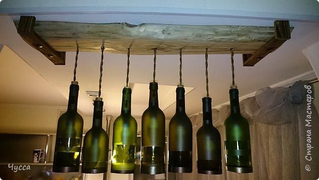 Доброго времени суток соседи! Сегодня я к вам со светилом а-ля люстра над барной стойкой. Были обычные точечные светильники....ну не интересно.... Насмотрелась картинок в инете и решила...ХОЧУ такую... бар, бутылки...само то! Прошу к просмотру и кратенькому описанию как делалось.  фото 2