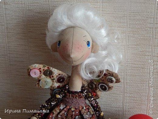 Фейки -швейки по выкройке Елены Войнатовской .Не подумайте, что представлена одна куколка. Кукол -две,у них разные прически .Одна кукла держит в руках ножницы и моточек тесьмы фото 2