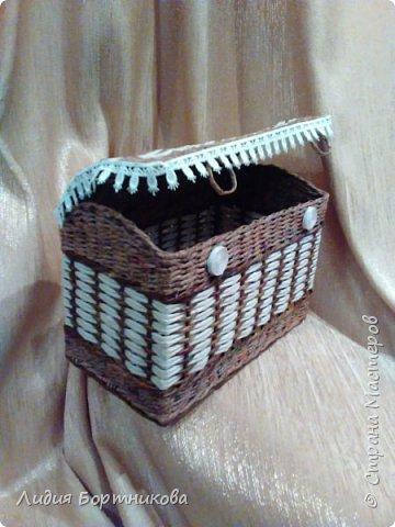 Здравствуйте уважаемые рукодельницы.Хочу сегодня показать вам свой первый плетеный сундучок. фото 3