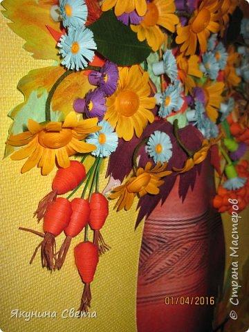 Доброе время суток. Собралась ещё одна картина для школьных коридоров. Ромашки, сентябринки, шиповник, рябина, осенние листья. Размер работы 40х60 см. У всех весна, а у меня осень. (Делала осенью, а собрала только сейчас) фото 2
