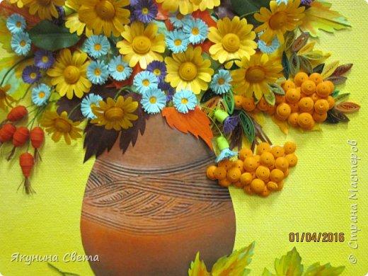 Доброе время суток. Собралась ещё одна картина для школьных коридоров. Ромашки, сентябринки, шиповник, рябина, осенние листья. Размер работы 40х60 см. У всех весна, а у меня осень. (Делала осенью, а собрала только сейчас) фото 3