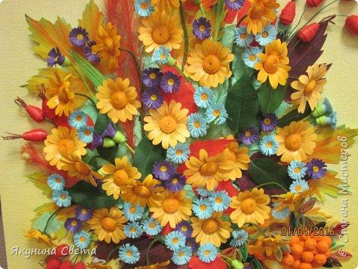 Доброе время суток. Собралась ещё одна картина для школьных коридоров. Ромашки, сентябринки, шиповник, рябина, осенние листья. Размер работы 40х60 см. У всех весна, а у меня осень. (Делала осенью, а собрала только сейчас) фото 4