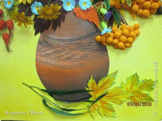Доброе время суток. Собралась ещё одна картина для школьных коридоров. Ромашки, сентябринки, шиповник, рябина, осенние листья. Размер работы 40х60 см. У всех весна, а у меня осень. (Делала осенью, а собрала только сейчас) фото 5