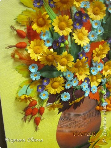 Доброе время суток. Собралась ещё одна картина для школьных коридоров. Ромашки, сентябринки, шиповник, рябина, осенние листья. Размер работы 40х60 см. У всех весна, а у меня осень. (Делала осенью, а собрала только сейчас) фото 6