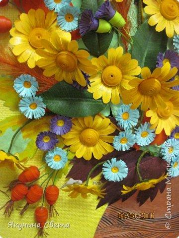 Доброе время суток. Собралась ещё одна картина для школьных коридоров. Ромашки, сентябринки, шиповник, рябина, осенние листья. Размер работы 40х60 см. У всех весна, а у меня осень. (Делала осенью, а собрала только сейчас) фото 9