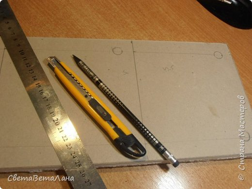 На стройке  от стен и потолка осталась приличнейшая куча гипсокартона....отрезочки короткие и узкие.... на стройке они уже не нужны , а выбрасывать - рука не поднимается......так что , решила их начинать осваивать....... потому сегодня делюсь своими работами и тем, как их делать ( работа с гипсокартоном)......... фото 17