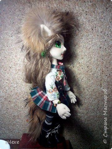 Кицунэ - девочка-лисичка. Она еще совсем маленькая, ей даже не исполнилось 100 лет, поэтому у нее пока только один хвост, который она не научилась прятать, превращаясь в девочку. Но она очень одарённая и обязательно отрастит все 9 хвостов :) фото 2