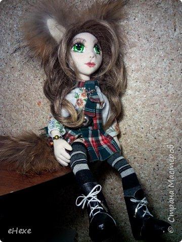 Кицунэ - девочка-лисичка. Она еще совсем маленькая, ей даже не исполнилось 100 лет, поэтому у нее пока только один хвост, который она не научилась прятать, превращаясь в девочку. Но она очень одарённая и обязательно отрастит все 9 хвостов :) фото 5