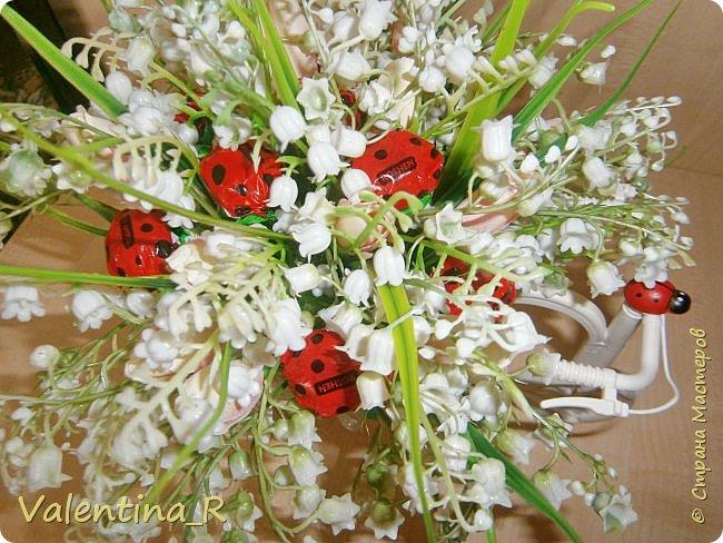 Полюбившиеся мне велосипедики. На этот раз с ландышами. Момент цветения ландышей мимолетный, цветы нежные и трепетные, мир с ландышами красивее и добрее! )) фото 2