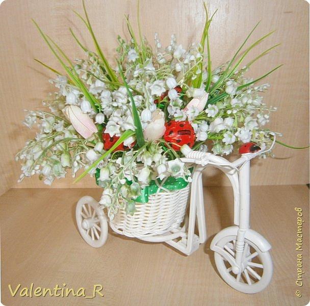 Полюбившиеся мне велосипедики. На этот раз с ландышами. Момент цветения ландышей мимолетный, цветы нежные и трепетные, мир с ландышами красивее и добрее! )) фото 1