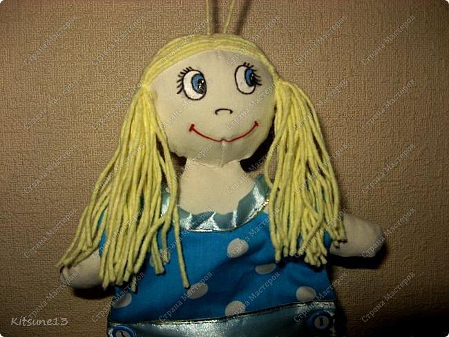 """Доброго всем времени суток. К 8 марта пошила куколок, которые одеты в платья-полотенце. Выкройку нашла <a href=""""http://www.samoshvejka.ru/blog/kukla_polotence_svoimi_rukami_master_klass/2013-01-18-115""""> здесь  </a>. Куклу в голубом платье шила по этой выкройке, а зеленоглазую в оранжевом - по усовершенствованной.  фото 6"""