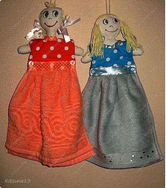 """Доброго всем времени суток. К 8 марта пошила куколок, которые одеты в платья-полотенце. Выкройку нашла <a href=""""http://www.samoshvejka.ru/blog/kukla_polotence_svoimi_rukami_master_klass/2013-01-18-115""""> здесь  </a>. Куклу в голубом платье шила по этой выкройке, а зеленоглазую в оранжевом - по усовершенствованной.  фото 1"""