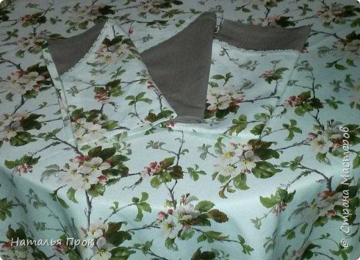 """Здравствуйте дорогие Мастера и Мастерицы! Нынешним весенним днем я к  вам с весенним текстилем!))) Увидела на витрине рогожку """"яблоневый цвет""""  и забоооолела! Сшилось 2 скатерти и два комплекта салфеток(пока два)))).Одна себе любимой, вторая в подарок. фото 3"""