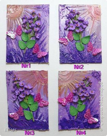 Фон нарисован структурной пастой и раскрашен акрилом. Цветочки и листочки из фома.