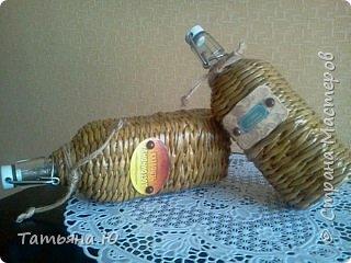 Здравствуйте, дорогие жители СМ! Я снова к вам с подарочками. У моего свата 31 марта было день рождения, и вот к основному подарку сплелись эти бутылочки под домашние напитки. Сегодня они уехали к виновнику торжества и я спешу с вами поделиться. Бутылочки оплетала первый раз, не все получилось так как хотелось.Фото будет много. приятного просмотра. фото 14