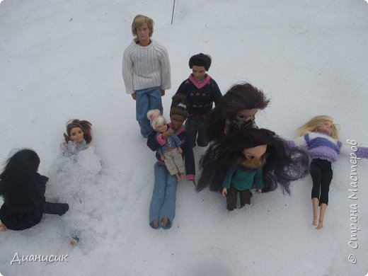 Привет всем! Мы поехали на дачу с ГЛаДОС, Челл, Бертой (собакой Челл), Уитли, GLaDOS, Юми, Юки, Дейзи, Майклом и Челси. ГЛаДОС, Юки, GLaDOS, Майкл и Дейзи моей сестры. Первый, кто найдет на нескольких фото Берту, получит сигну с любой нашей куклой на выбор! GLaDOS: Челл, что с твоей кофтой!? Челл: Я там собаку грею. фото 3
