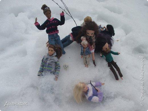 Привет всем! Мы поехали на дачу с ГЛаДОС, Челл, Бертой (собакой Челл), Уитли, GLaDOS, Юми, Юки, Дейзи, Майклом и Челси. ГЛаДОС, Юки, GLaDOS, Майкл и Дейзи моей сестры. Первый, кто найдет на нескольких фото Берту, получит сигну с любой нашей куклой на выбор! GLaDOS: Челл, что с твоей кофтой!? Челл: Я там собаку грею. фото 5