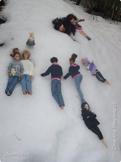 Привет всем! Мы поехали на дачу с ГЛаДОС, Челл, Бертой (собакой Челл), Уитли, GLaDOS, Юми, Юки, Дейзи, Майклом и Челси. ГЛаДОС, Юки, GLaDOS, Майкл и Дейзи моей сестры. Первый, кто найдет на нескольких фото Берту, получит сигну с любой нашей куклой на выбор! GLaDOS: Челл, что с твоей кофтой!? Челл: Я там собаку грею. фото 18