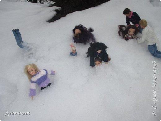 Привет всем! Мы поехали на дачу с ГЛаДОС, Челл, Бертой (собакой Челл), Уитли, GLaDOS, Юми, Юки, Дейзи, Майклом и Челси. ГЛаДОС, Юки, GLaDOS, Майкл и Дейзи моей сестры. Первый, кто найдет на нескольких фото Берту, получит сигну с любой нашей куклой на выбор! GLaDOS: Челл, что с твоей кофтой!? Челл: Я там собаку грею. фото 19