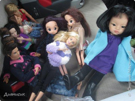 Привет всем! Мы поехали на дачу с ГЛаДОС, Челл, Бертой (собакой Челл), Уитли, GLaDOS, Юми, Юки, Дейзи, Майклом и Челси. ГЛаДОС, Юки, GLaDOS, Майкл и Дейзи моей сестры. Первый, кто найдет на нескольких фото Берту, получит сигну с любой нашей куклой на выбор! GLaDOS: Челл, что с твоей кофтой!? Челл: Я там собаку грею. фото 25