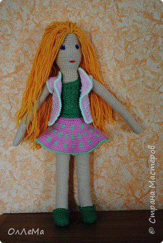Вязаная куколка, высота 35 сантиметров, вся одежда снимается, волосы можно заплетать. Пряжа для детских вещей, наполнитель - синтепух или синтепон. фото 2