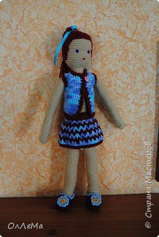 Вязаная куколка, высота 35 сантиметров, вся одежда снимается, волосы можно заплетать. Пряжа для детских вещей, наполнитель - синтепух или синтепон. фото 3