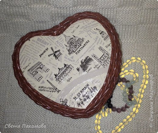 Добрый день! Я сегодня хочу показать вам шкатулочку в виде сердечка. Цвет получился шоколадный. Декупаж обоями. фото 1