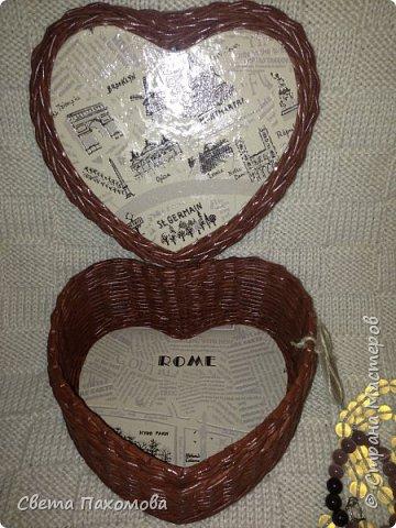 Добрый день! Я сегодня хочу показать вам шкатулочку в виде сердечка. Цвет получился шоколадный. Декупаж обоями. фото 3