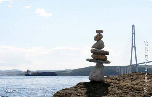 Хорошо летом у моря. Можно строить всякую ерунду из камней. фото 4