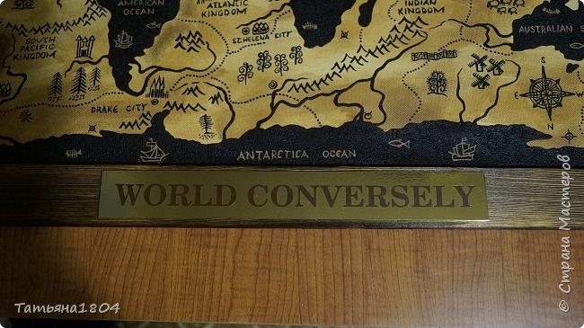 """Карта """"Мир наоборот"""" (вместо воды - суша, вместо суши - вода). Размер вместе с рамкой 72х50 см. Полностью написана вручную (акрил, кофе), материки из кофейной гущи, рамка - обжиг и брашировка. фото 3"""