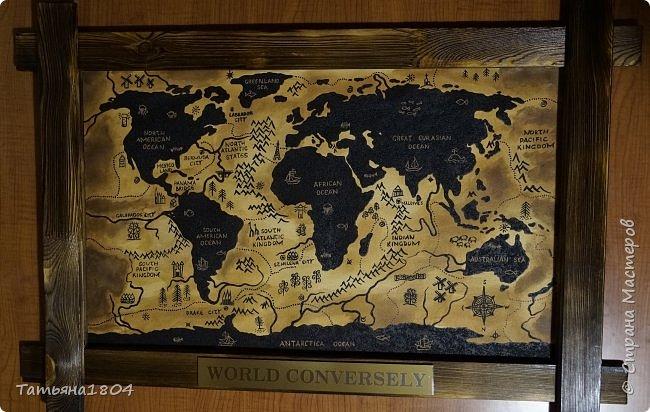 """Карта """"Мир наоборот"""" (вместо воды - суша, вместо суши - вода). Размер вместе с рамкой 72х50 см. Полностью написана вручную (акрил, кофе), материки из кофейной гущи, рамка - обжиг и брашировка. фото 8"""