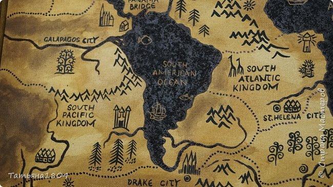 """Карта """"Мир наоборот"""" (вместо воды - суша, вместо суши - вода). Размер вместе с рамкой 72х50 см. Полностью написана вручную (акрил, кофе), материки из кофейной гущи, рамка - обжиг и брашировка. фото 6"""
