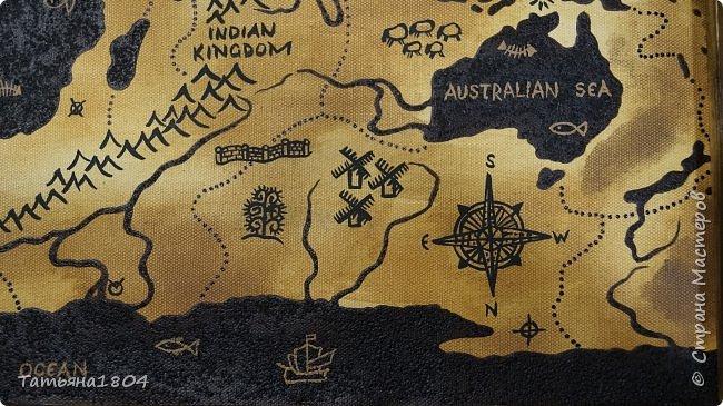 """Карта """"Мир наоборот"""" (вместо воды - суша, вместо суши - вода). Размер вместе с рамкой 72х50 см. Полностью написана вручную (акрил, кофе), материки из кофейной гущи, рамка - обжиг и брашировка. фото 7"""