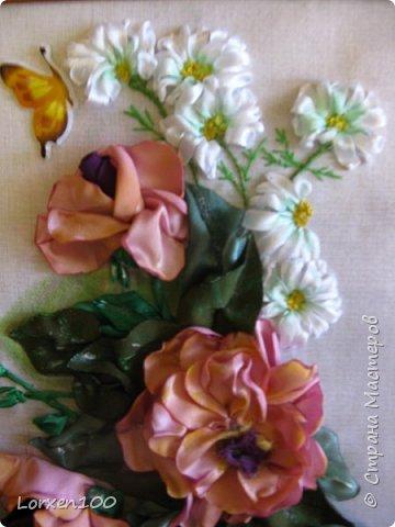 Всем хорошего настроения и доброго здоровья!!Здравствуйте,мои дорогие!!!Захотелось мне цветов,много цветов,разной формы и цвета,вот и вышился такой букетик из веточки розы садовой и ромашек- такое простой летом и недостижимый ранней весной.Но,все в наших силах,дождемся и живых! фото 3