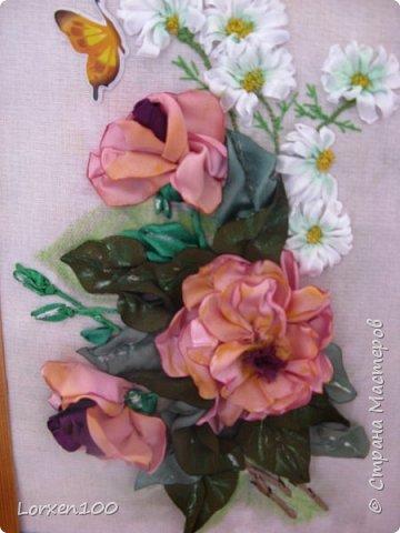 Всем хорошего настроения и доброго здоровья!!Здравствуйте,мои дорогие!!!Захотелось мне цветов,много цветов,разной формы и цвета,вот и вышился такой букетик из веточки розы садовой и ромашек- такое простой летом и недостижимый ранней весной.Но,все в наших силах,дождемся и живых! фото 2