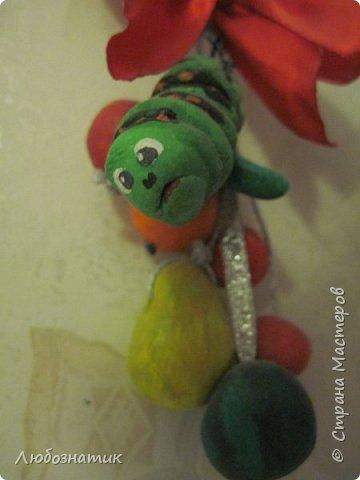Здравствуйте! Представляю вашему вниманию поделки, которые заказала моя дочка.   № 1 - это ёлочная игрушка. В одну веточку собраны мини арбуз, груша, апельсин, яблоки и гусеница Махаона. Вот такая весёлая идея :-)  фото 1