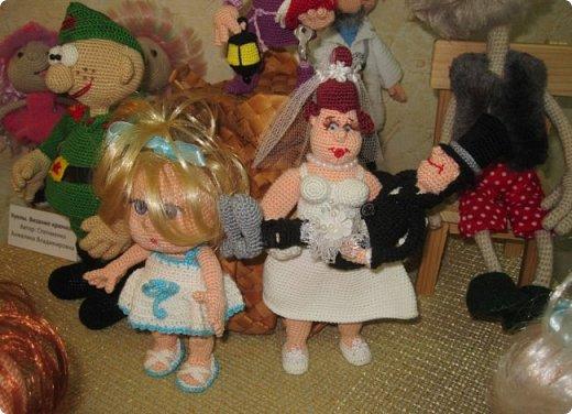 """Здравствуйте, дорогие друзья!!! Я к вам с давно обещанным фотоотчётом) Ещё две недели назад в нашем Центре национальных культур открылась выставка """"Кукольный вернисаж"""", на которой представлены различные куклы - от советских до современных, выполненные в различных техниках. Мне, конечно, не терпелось сразу поделиться с вами своими эмоциями от увиденного, но на следующий день после открытия выставки мы всей семьёй уехали на каникулы в Сыктывкар, поэтому фотоотчёт сразу не получилось сделать, вот только сегодня до него добрались руки))))) фото 15"""