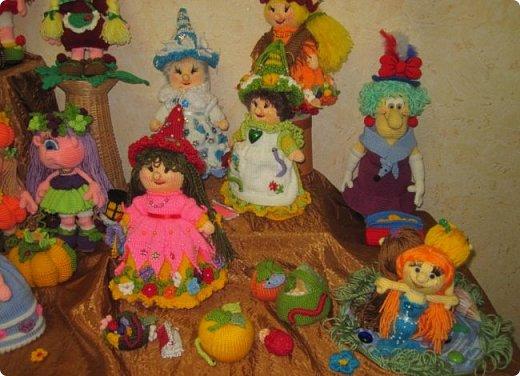 """Здравствуйте, дорогие друзья!!! Я к вам с давно обещанным фотоотчётом) Ещё две недели назад в нашем Центре национальных культур открылась выставка """"Кукольный вернисаж"""", на которой представлены различные куклы - от советских до современных, выполненные в различных техниках. Мне, конечно, не терпелось сразу поделиться с вами своими эмоциями от увиденного, но на следующий день после открытия выставки мы всей семьёй уехали на каникулы в Сыктывкар, поэтому фотоотчёт сразу не получилось сделать, вот только сегодня до него добрались руки))))) фото 35"""