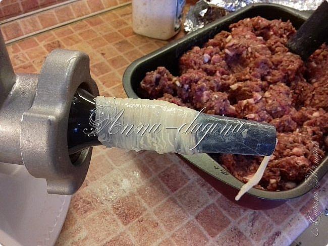 Всем-всем, большой привет! Сегодня я хочу с вами поделиться рецептом домашней сыровяленой колбасы. Хотя, эта колбаса может быть и варено-копченой, и купатами, смотря как вы ее приготовите. фото 13