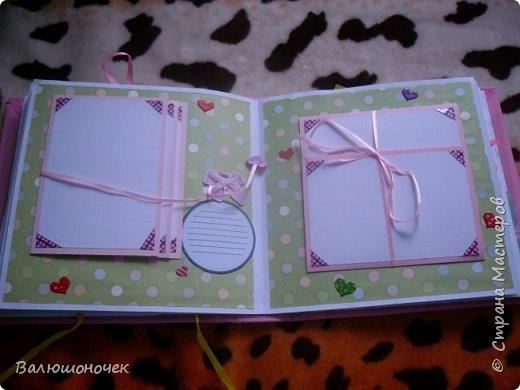 И снова альбом на подарок. Делала почти два месяца (ребенок маленький времени мало). Альбом содержит 18 стрниц, 83 фотографии 10*15, есть теги  и надписи для фото. фото 12