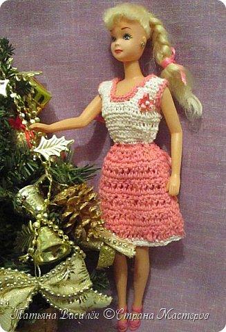 Такой прекрасный новогодний подарок получила моя доченька от своей Феи - Крёстной:)  Красивые наряды для кукол!  Связали и сшили их золотые руки замечательной мастерицы - мамочки нашей крёстной.  Огромное ей сердечное спасибо за эту рукотворную красоту - дочка была в восторге:)  Можно сказать, что это двойной подарок:)) (Подарок ещё и мне - огромная подмога кукольному гардеробу, до которого не всегда мои руки доходят:))) фото 6