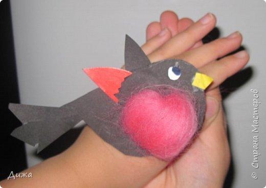"""Я сдаю работу на конкурс """" В мире птиц """". Моя работа № 1 - СНЕГИРЬ Выполнен:  картон, цветная бумага и розовый войлок фото 2"""
