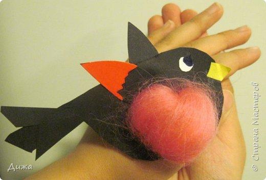 """Я сдаю работу на конкурс """" В мире птиц """". Моя работа № 1 - СНЕГИРЬ Выполнен:  картон, цветная бумага и розовый войлок фото 1"""