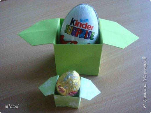В нашей семье есть и католики, и православные, и староверы. С уважением относимся к традициям и праздникам всех. Для внучки сделала упаковочки для шоколадных яиц. Это всем известная классическая коробочка Санбо, выполненная в технике оригами.   фото 4