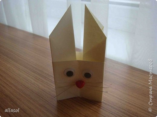 В нашей семье есть и католики, и православные, и староверы. С уважением относимся к традициям и праздникам всех. Для внучки сделала упаковочки для шоколадных яиц. Это всем известная классическая коробочка Санбо, выполненная в технике оригами.   фото 5
