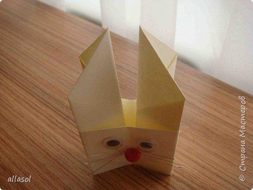 В нашей семье есть и католики, и православные, и староверы. С уважением относимся к традициям и праздникам всех. Для внучки сделала упаковочки для шоколадных яиц. Это всем известная классическая коробочка Санбо, выполненная в технике оригами.   фото 6