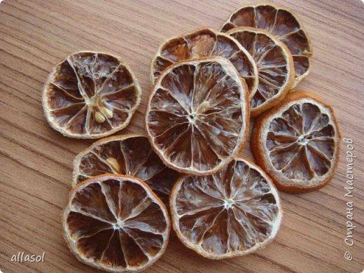 В нашей семье есть и католики, и православные, и староверы. С уважением относимся к традициям и праздникам всех. Для внучки сделала упаковочки для шоколадных яиц. Это всем известная классическая коробочка Санбо, выполненная в технике оригами.   фото 7