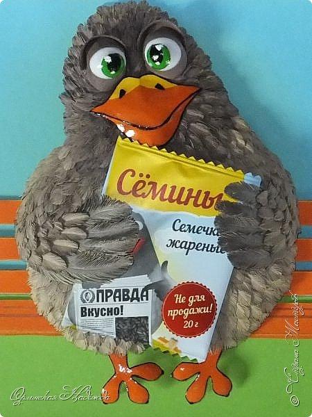 Дорогие мои мастера, мастерицы и гости моей странички, конечно, всё это шутка: ))))) Вообще то эта птичка задумывалась как голубь, но что то дизайнеры перемудрили и я вначале думала, что это пингвин: ))), пока разобрались.... Короче, это не знаю как правильно сказать - логотип или марка одной фирмы, которой я на открытие сделала вот эту птичку и подарила. Я лишь повторила то, что у них будет нарисовано на упаковке... Птица понравилась.....: ))) И так, голубь: ))) Встречайте....